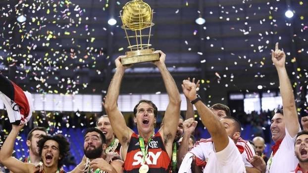 Marcelinho Machado Comemora Trofeu NBB Flamengo Bauru 30/05/2015