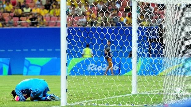 Hope Solo lamenta gol sofrido durante jogo contra a Colômbia