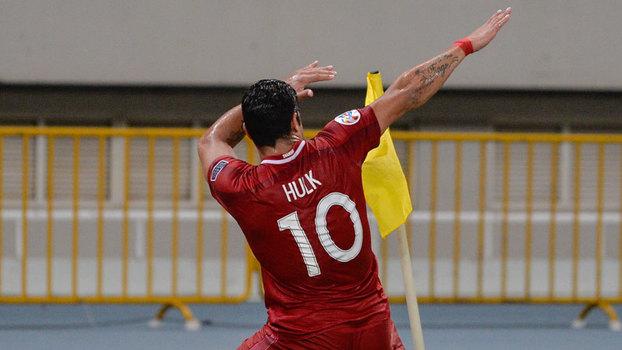Hulk põe Shangai de Villas-Boas a golear Guangzhou de Scolari — Vídeo