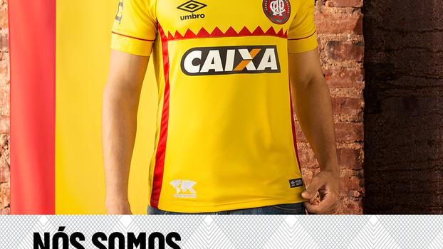 840a48e182 Fornecedora diz que Atlético-PR aprovou camisa polêmica e coloca uniforme à  venda