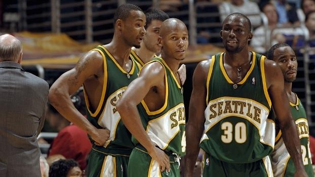 e8fecfb61 Ray Allen com o Seattle SuperSonics  a NBA pode corrigir o erro de tirar uma
