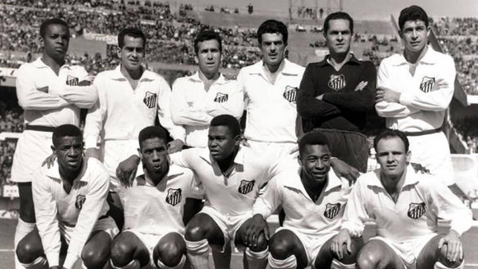 O lendário Santos em 1962; Zito, em pé, é o segundo, da esquerda para a direita