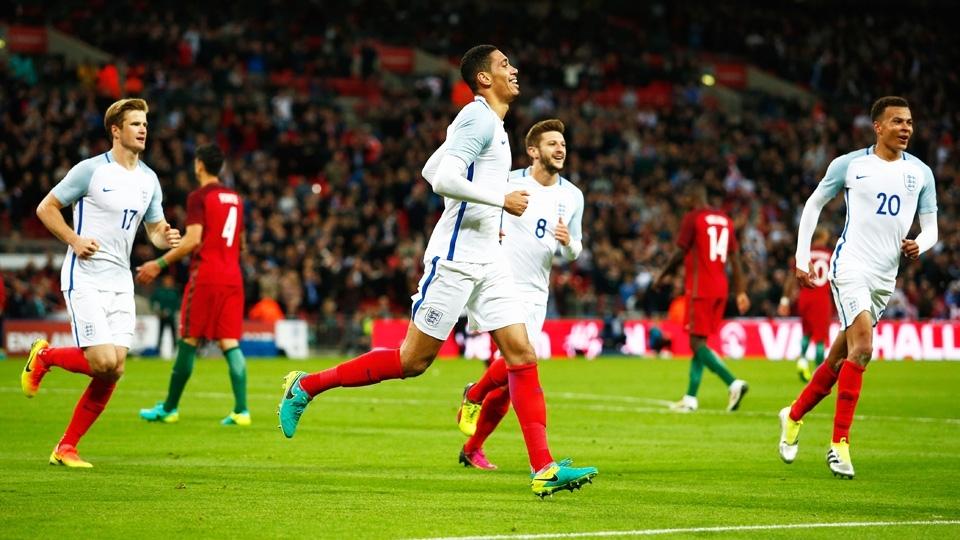 TIME MAIS NOVO: Inglaterra (média de 25,39 anos - 3 jogadores têm 21 anos ou menos)