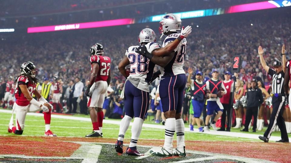 James White (28) comemora touchdown para os Patriots contra os Falcons