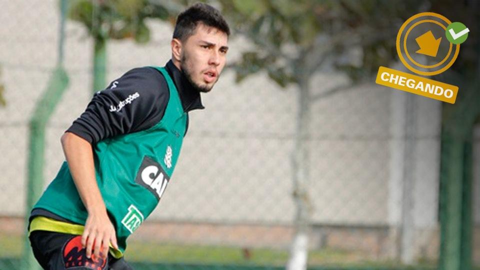 O lateral-esquerdo Henrique Miranda volta de empréstimo do Figueirense, mas tem poucas chances de ser utilizado