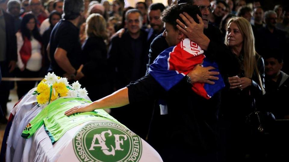 A família se despede de Caio Júnior. O técnico de 51 anos assinara contrato com a Chapecoense em 2016.