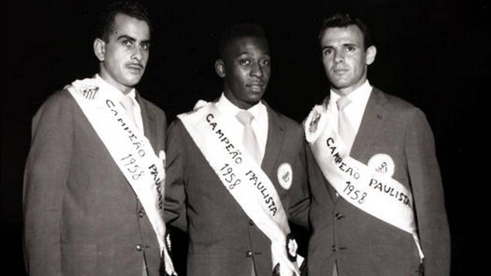 Três lendas do Santos e do futebol brasileiro depois da conquista do Campeonato Paulista de 1958: Zito, Pelé e Pepe
