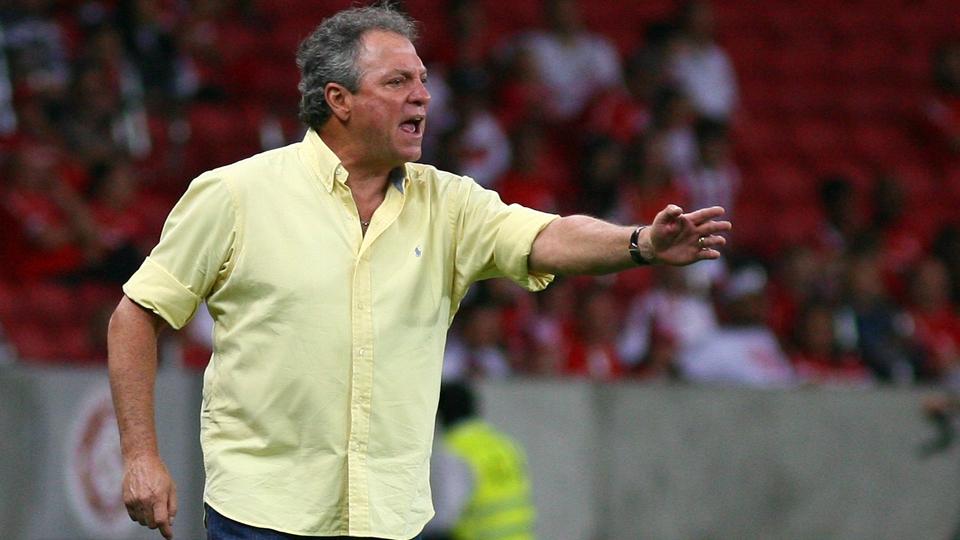 1 - Abel Braga (Internacional) - R$ 500 mil por mês / R$  6.500 por ano
