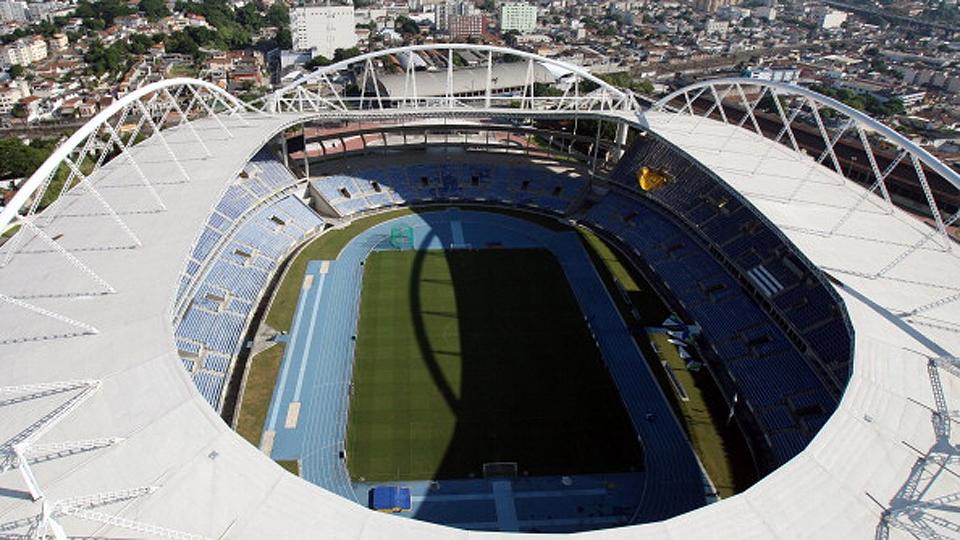 O Engenhão, ou Estádio Olímpico, está passando por obras na cobertura, será ampliado e vai receber o atletismo