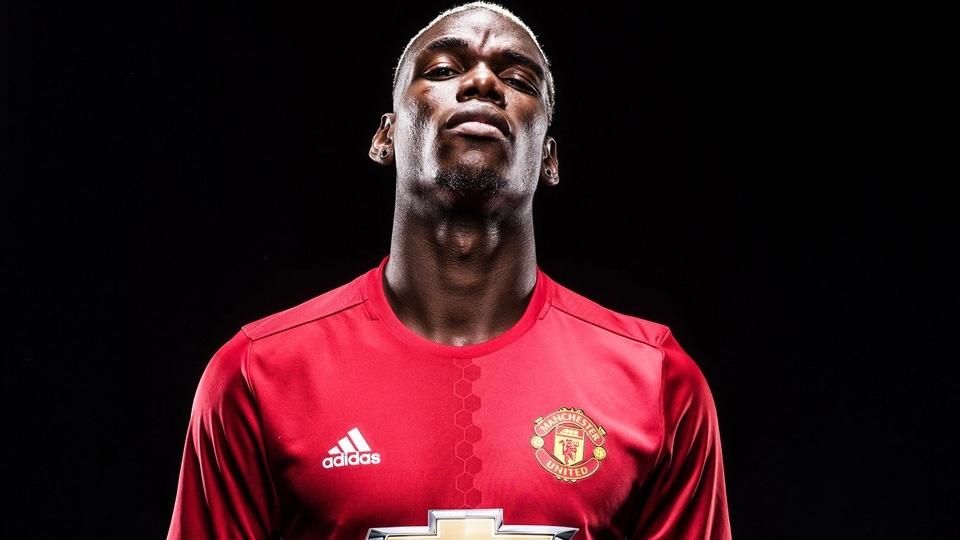 VOLANTE: Paul Pogba - da Juventus ao Manchester United - 92 milhões de libras (R$ 383,5 milhões)