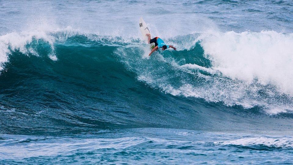 Para poder surfar tranquilamente nas ondas de Haleiwa e Sunset, Ricardinho sempre tentava participar da Triple Crown