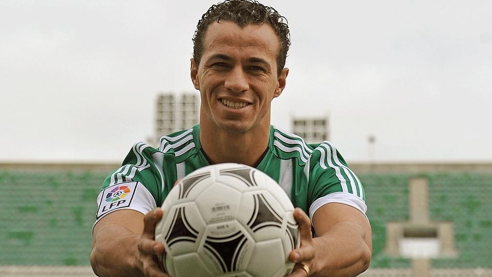 Em 2016, Leandro Damião foi apresentado ao Real Bétis em busca de retomar a fase de artilheiro. Em seis meses, foram apenas 3 jogos e nenhum gol marca