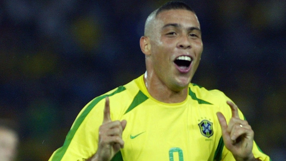 Com 15 gols, Ronaldo é o artilheiro da América do Sul e um dos maiores artilheiros da Copa