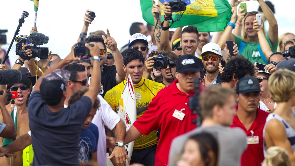 Gabriel Medina parecia que estava no Brasil durante o último dia do Pipe Masters