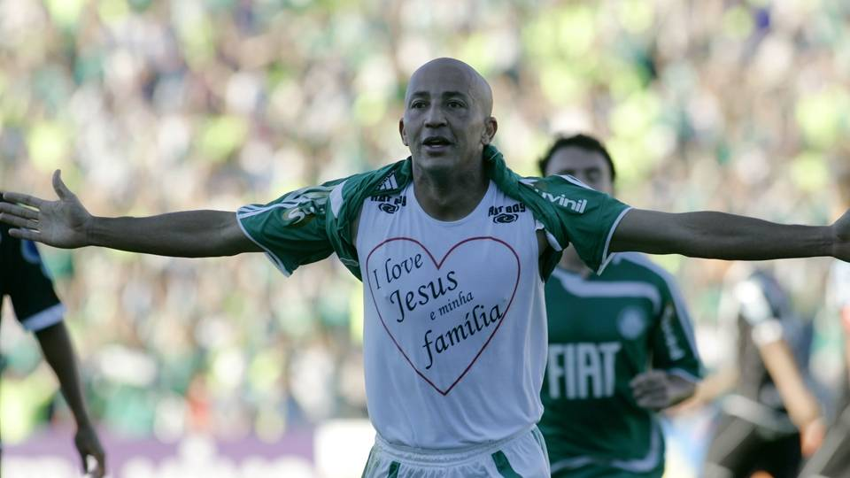 Alex Mineiro encerrou sua carreira no Atlético Paranaense, em 2010. Atualmente, trabalha como investidor em construção civil, em Minas Gerais