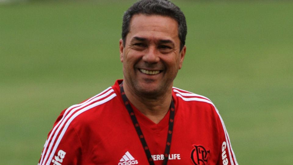 5 - Vanderlei Luxemburgo (Flamengo) - R$ 350 mil por mês / R$  4.550 por ano