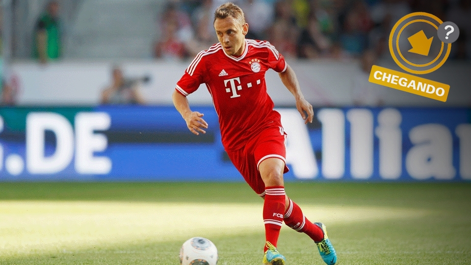 O antigo dono da lateral-direita, Alessandro, se aposentou, e Rafinha, do Bayern, pode ser o substituto na posição