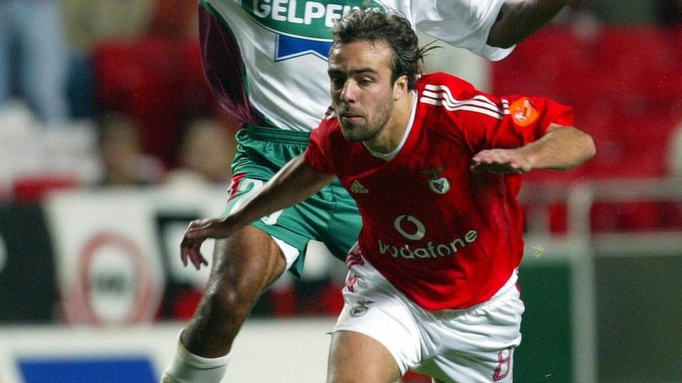 Roger não repetiu no Benfica as boas atuações pelo Fluminense. Em 5 anos de Portugal foi emprestado duas vezes ao antigo clube