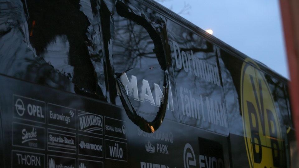 Ônibus do Dortmund foi atingido por três explosões a 10km do estádio, o que causou o adiamento da partida contra o Monaco
