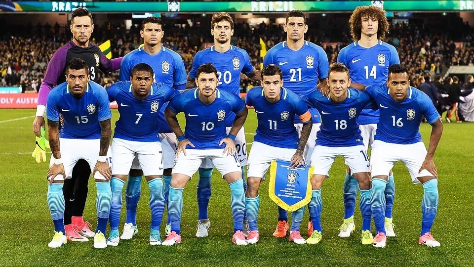 Seleção brasileira posa para foto antes do apito inicial