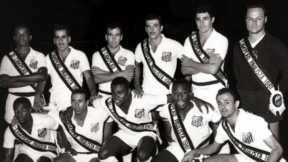 Outro Santos inesquecível, campeão paulista em 1961; Zito, em pé, é o segundo, da esquerda para a direita