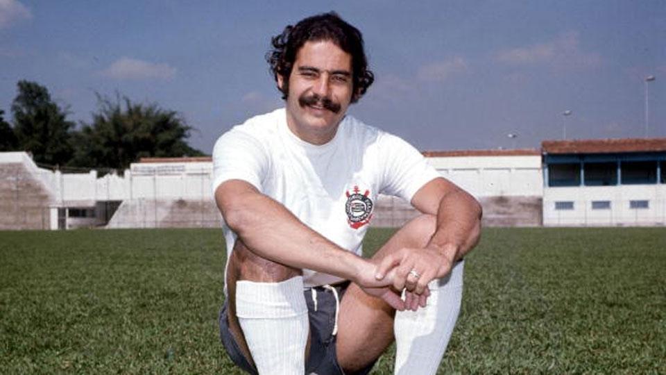 Após o título na Copa de 1970, Rivellino volta ao Corinthians como estrela