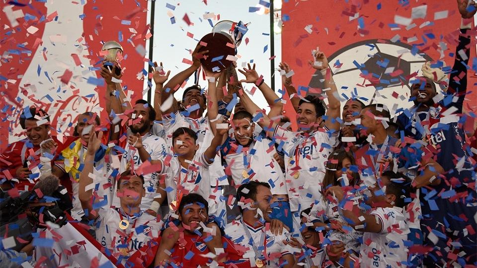 FASE DE GRUPOS: Nacional, Uruguai - vice-campeão uruguaio (no campeonato 2015/16)