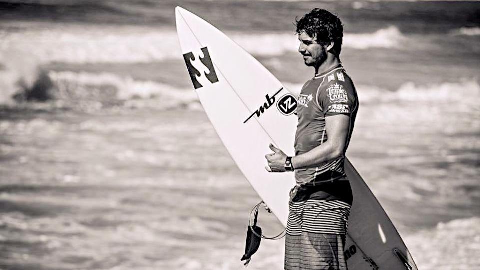 Havaí, Tahiti, Fiji, Ricardo dos Santos surfou as melhores ondas do mundo