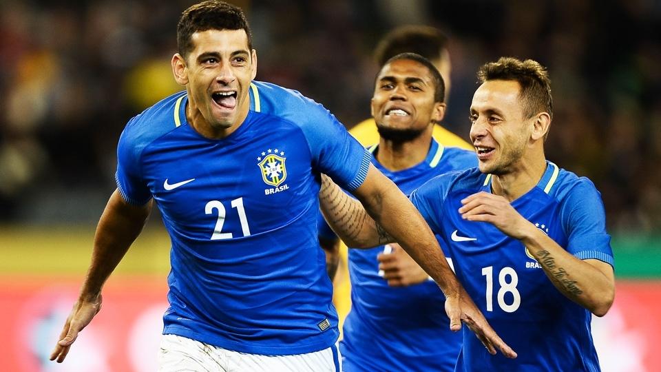 Diego Costa sai na frente com o primeiro gol da partida