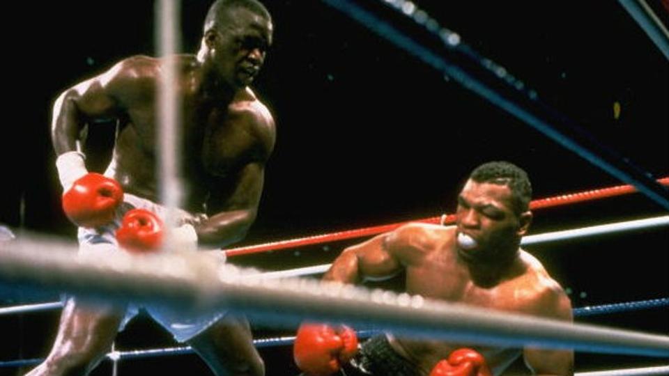 No boxe, Mike Tyson era considerado invencível até encontrar o desconhecido James Buster Douglas, em 1990