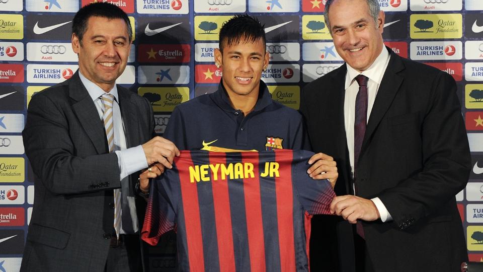 ATACANTE: Neymar - do Santos ao Barcelona - 77,2 milhões de libras (R$ 322 milhões)