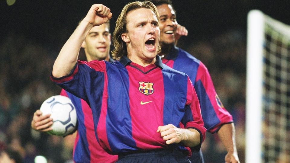Zenden com a camisa 2000/01 do Barcelona: volta às listras grossas e desenho tradicional