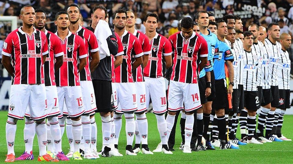 Jogadores perfilados antes do clássico da primeira rodada da Libertadores