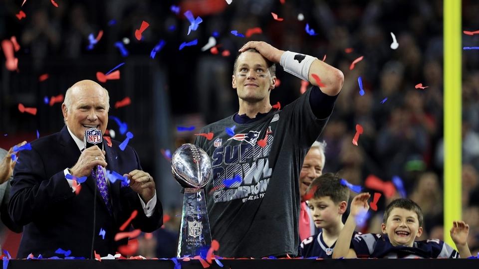Tom Brady levanta o troféu Vince Lombardi: o Super Bowl LI é dos Patriots