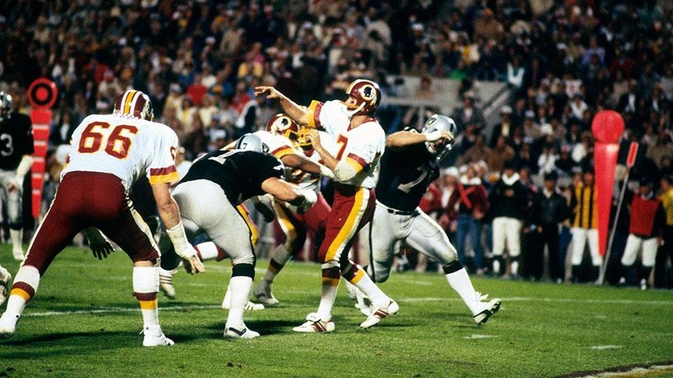 Joe Montana amarelão  Dinastia dos Bills  A bizarra NFL com os ... a5cf59ffe0a27
