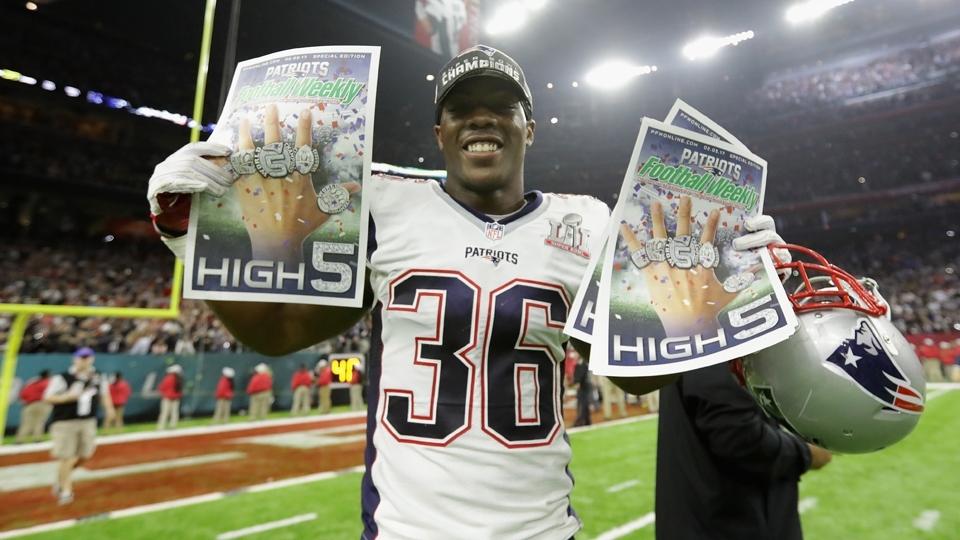 Brandon King comemora mais um anel de campeão para os Patriots