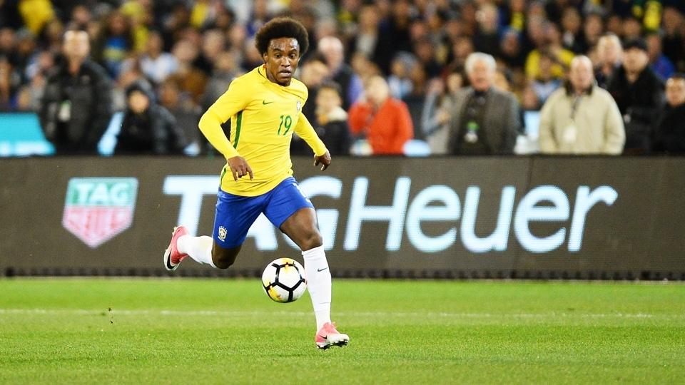Willian faz jogada durante amistoso entre Brasil e Argentina