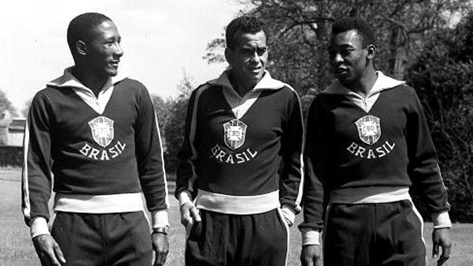 Pela seleção, Zito parte da era de ouro do futebol brasileiro, se consagrando bicampeão do mundo nas Copas de 1958, na Suécia, e 1962, no Chile