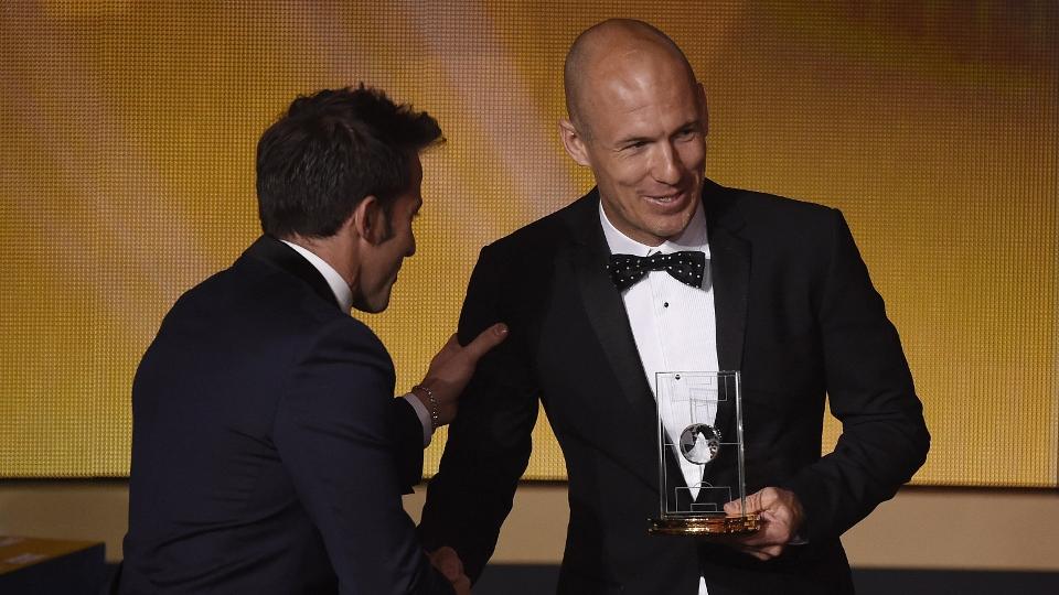 Robben (à dir.), escolhido um dos três melhores atacantes do mundo, e Alessandro Del Piero