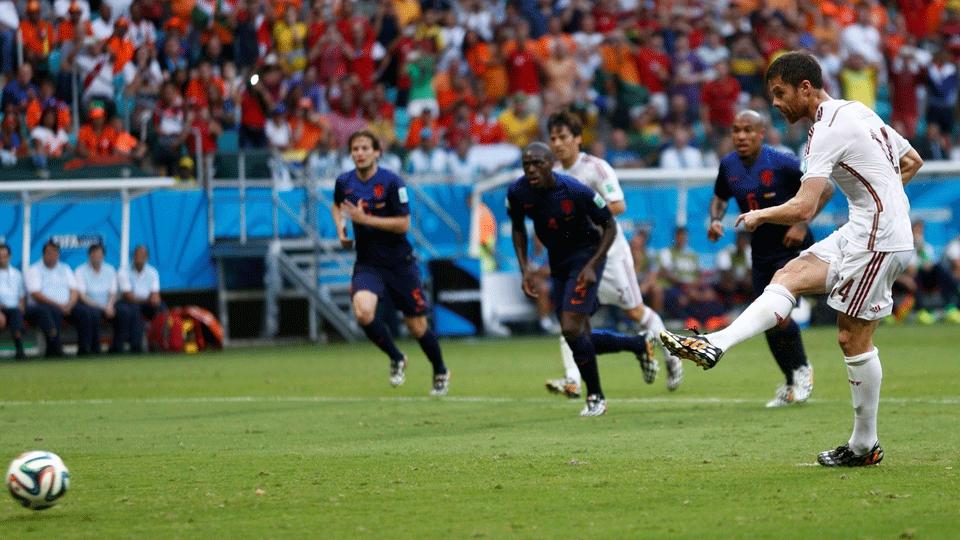 O volante chutou cruzado no canto direito do goleiro, que até acertou o lado, mas não evitou o gol