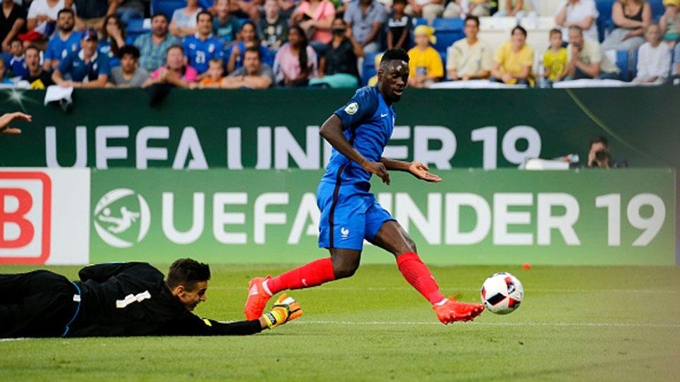 Formado no PSG, o atacante Jean-Kévin Augustin estreou pelos profissionais em 2014-15 e tem participado esporadicamente de jogos do time principal