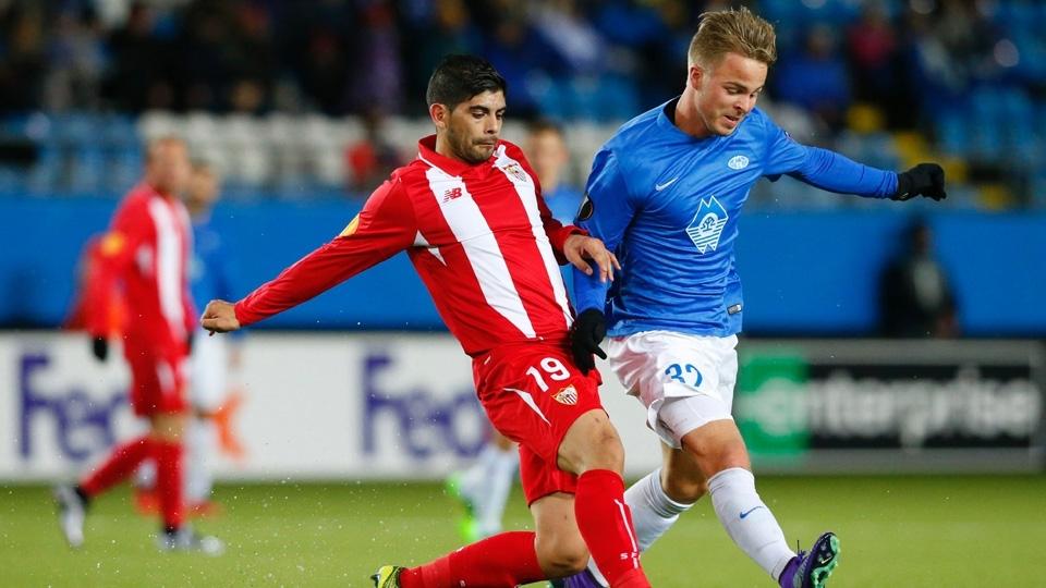 O atacante norueguês Sander Svendsen (à dir.) continua no Molde, pelo qual foi campeão nacional em 2014