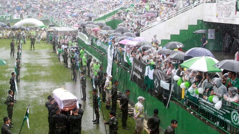 Mais de 20 mil torcedores lotaram a Arena Condá, e aproximadamente 100 mil - metade da população de Chapecó - ficou fora do estádoi