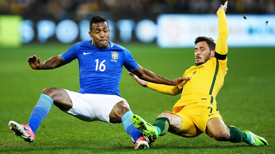O lateral Alex Sandro durante o amistoso em Melbourne, na Austrália