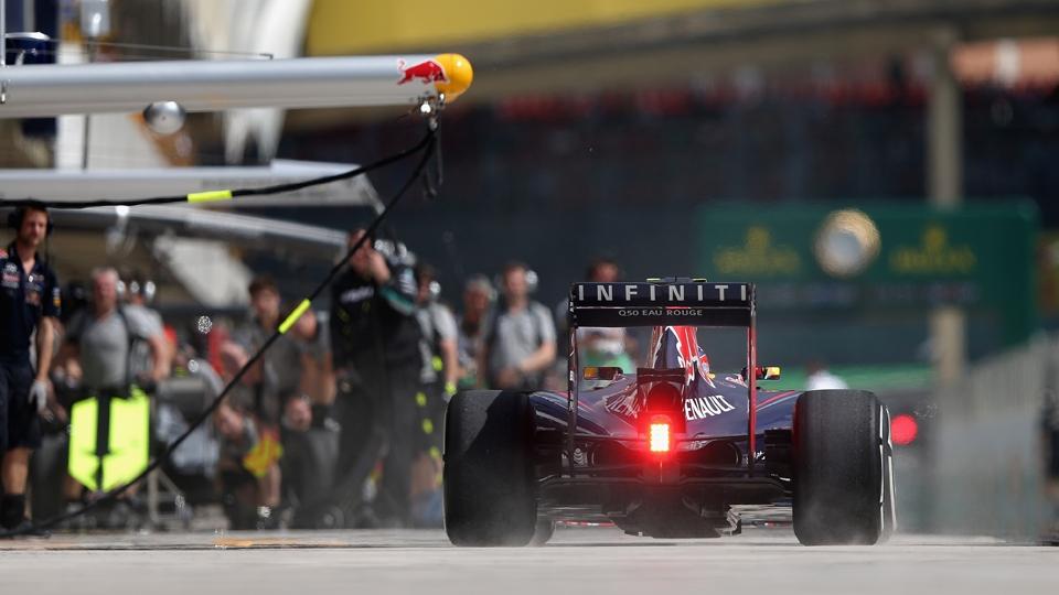 Ricciardo deixa os boxes em Interlagos