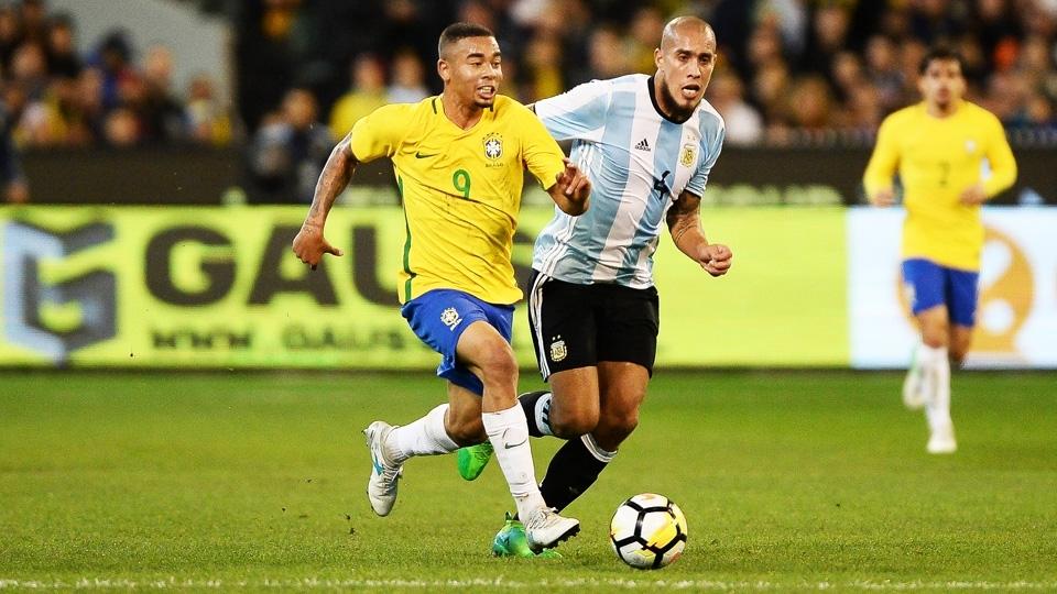 Gabriel Jesus durante o amistoso entre Brasil e Argentina