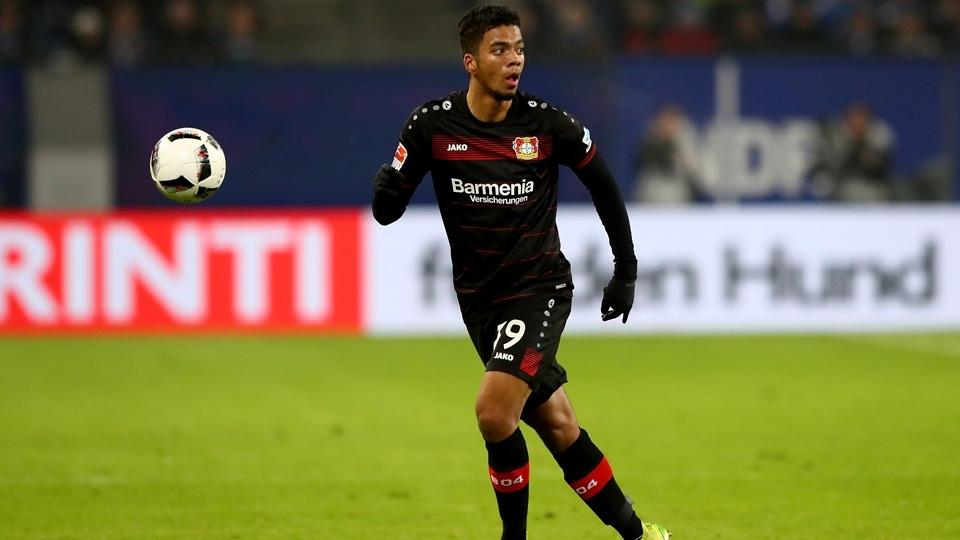 Revelado pelo Bayer Leverkusen, o lateral-direito Benjamin Henrichs alcançou a titularidade no clube e até já estreou pela seleção alemã