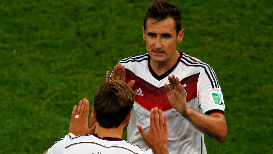 Klose, o maior artilheiro da história da Copa do Mundo, deixa o gramado pela última vez no Mundial