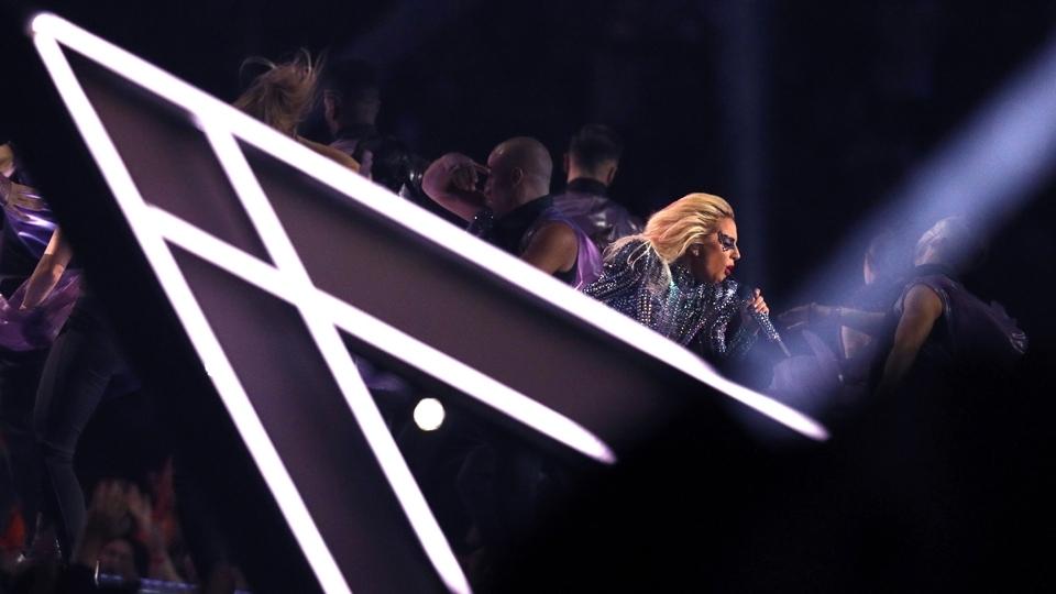Lady Gaga em sua performance no show do intervalo do Super Bowl LI
