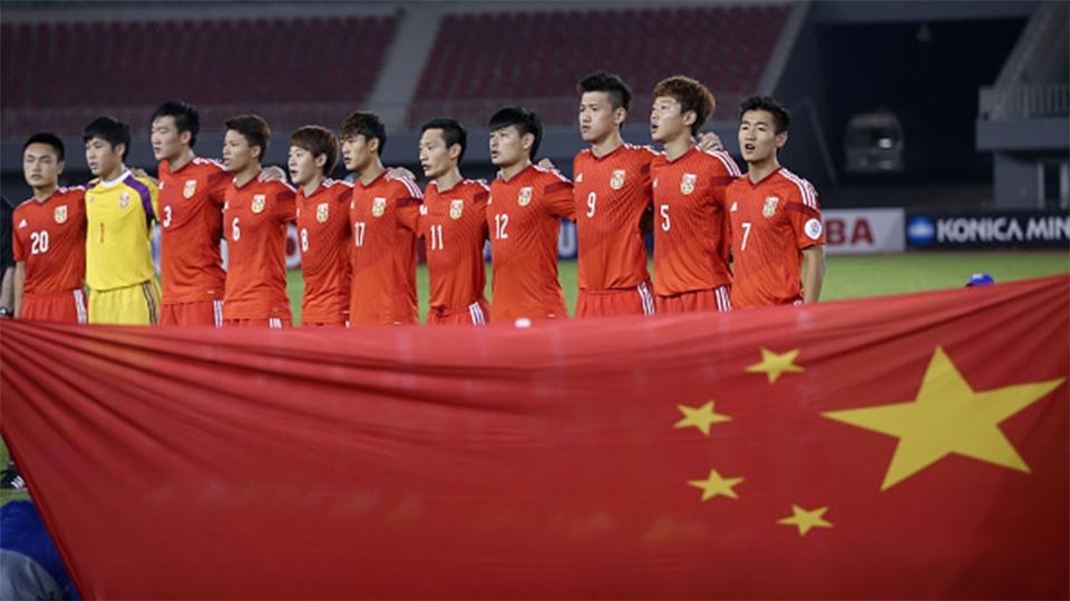 O meia chinês Li Zhongyi segue no Guangzhou Evergrande